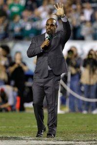 Donovan McNabb honoré par les Eagles. Son numéro 5 a été retiré.
