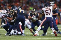 La défense des Bears n'est pas parvenu a stopper le jeu au sol des Rams