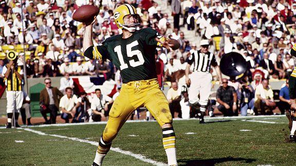 Bart Starr. Avec Green-Bay il remporte les deux premiers Super Bowl de l'histoire. Il affiche 9 victoires pour 1 seule défaite en playoffs et un rating de 104.8.
