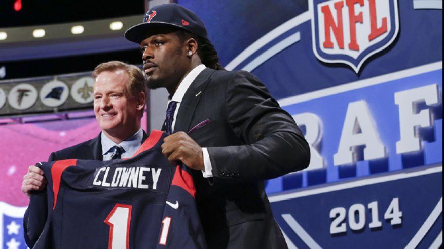 Jadeveon Clowney, n°1 de la Draft 2014, sera associé avec J.J Watt à Houston (photo : fox)