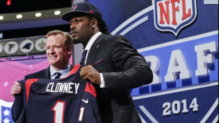 Jadeveon Clowney, n°1 de la Draft 2014, sera associé avec J.J Watt à Houston (photo : fox)