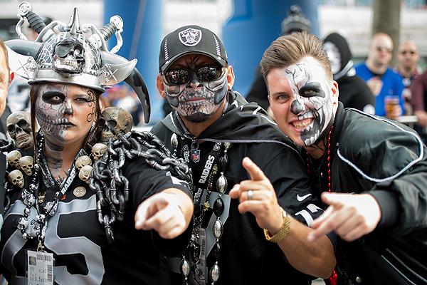 Les fans des Raiders sont à fond! (photo : Thomas Savoja, Magazine 4th&Goal)