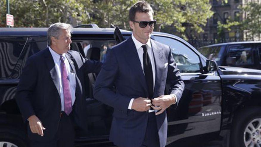 Tom Brady passe plus de temps au tribunal que sur les terrains... (Fox)