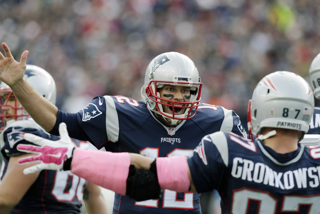 Tom Brady et Rob Gronkowski célèbrent le touchdown de la victoire (AP-Charles Krupa)