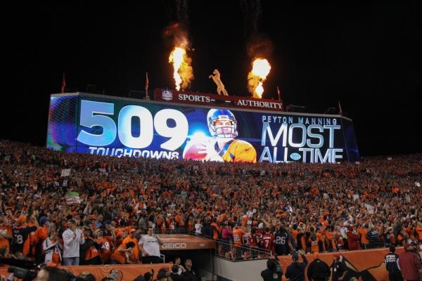 Le jour où Peyton Manning a dépassé Brett Favre... (Getty)