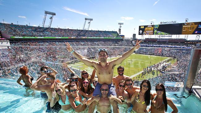 A Jacksonville, il est possible de suivre les matchs depuis la piscine (Orlando Sentinel)