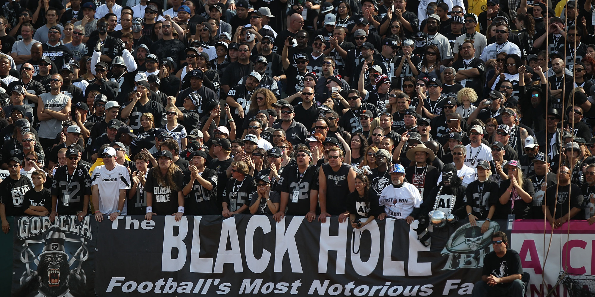 Le Black Hole, célèbre groupe de supporters des Raiders (River News Herald)