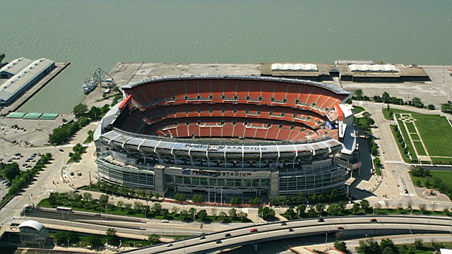 Le FirstEnergy Stadium, au bord du Lac Erie (Axiom)
