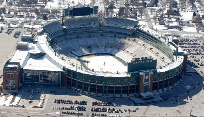 Vue aérienne du Lambeau Field sous la neige, le stade le plus mythique de NFL