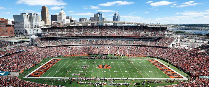Vue du Paul Brown Stadium, avec en arrière plan le centre-ville de Cincinnati (ESPN)