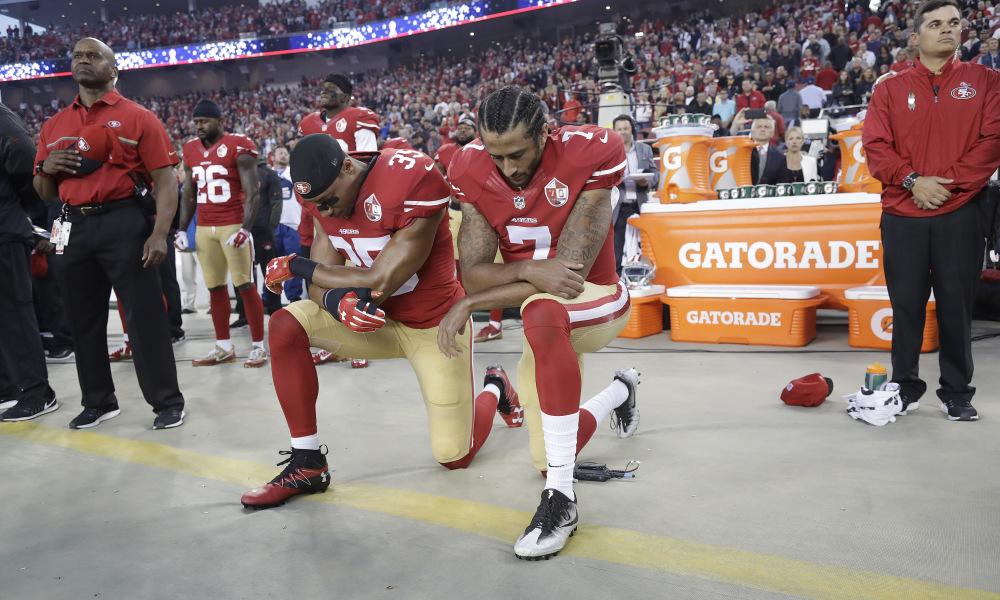 Colin Kaepernick est au coeur de la polémique (USA Today)