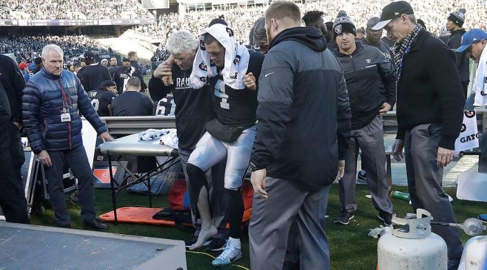 La blessure de Derek Carr est un énorme coup dur pour Oakland (SI.com)